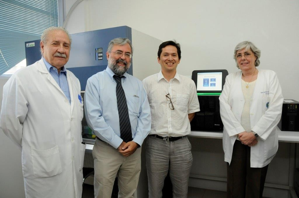 De izquierda a derecha: Dr. Rafael Blanco, Director Programa de Genética Humana. Dr. Manuel Kukuljan, Decano Facultad de Medicina. Dr. Ricardo Verdugo, Director Proyecto FONDEQUIP EQM140157. Dra. Carmen Larrañaga, Directora del ICBM.